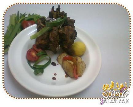 ضلعة لحم غنم مشوية مع حبات بطاطس صغيرة مع دبس رمان