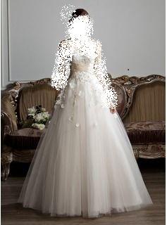تألقي في يوم العمر في أجمل الفساتين
