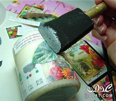 قصصات من الورق تلصق بغرا الخشب ويوضع الغرا من فوقها