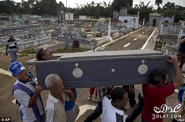 صور: كوبي يُدفن حياً عادات