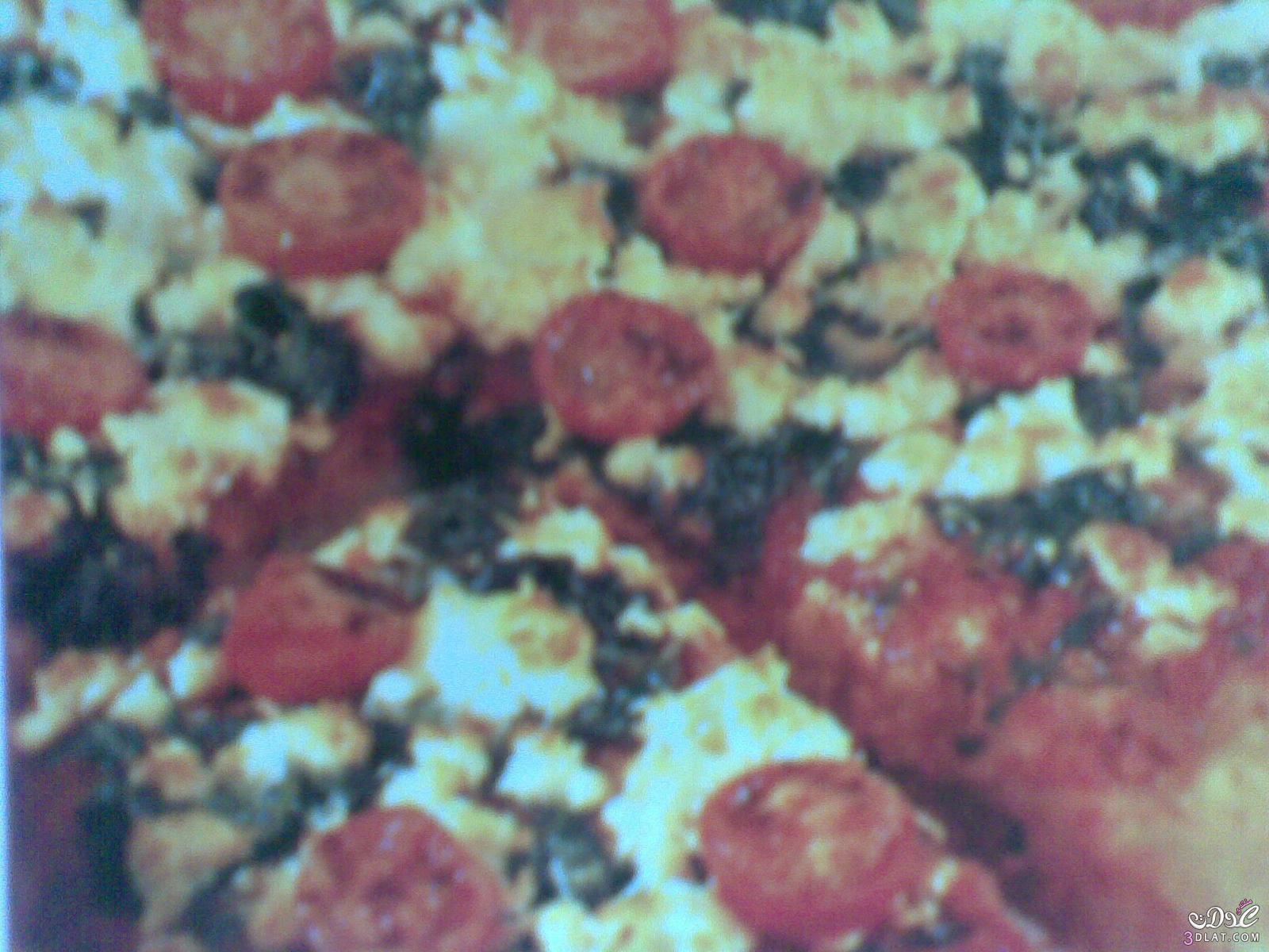 البيتزا بالسبانخ وخليط الجبن وحلقات