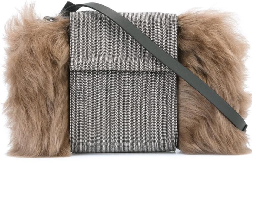 صور أضيفي حقيبة من الفراء الأنيق لخزانتك في الشتاء ، شنط فرو ، حقيبة من الفرو 2017
